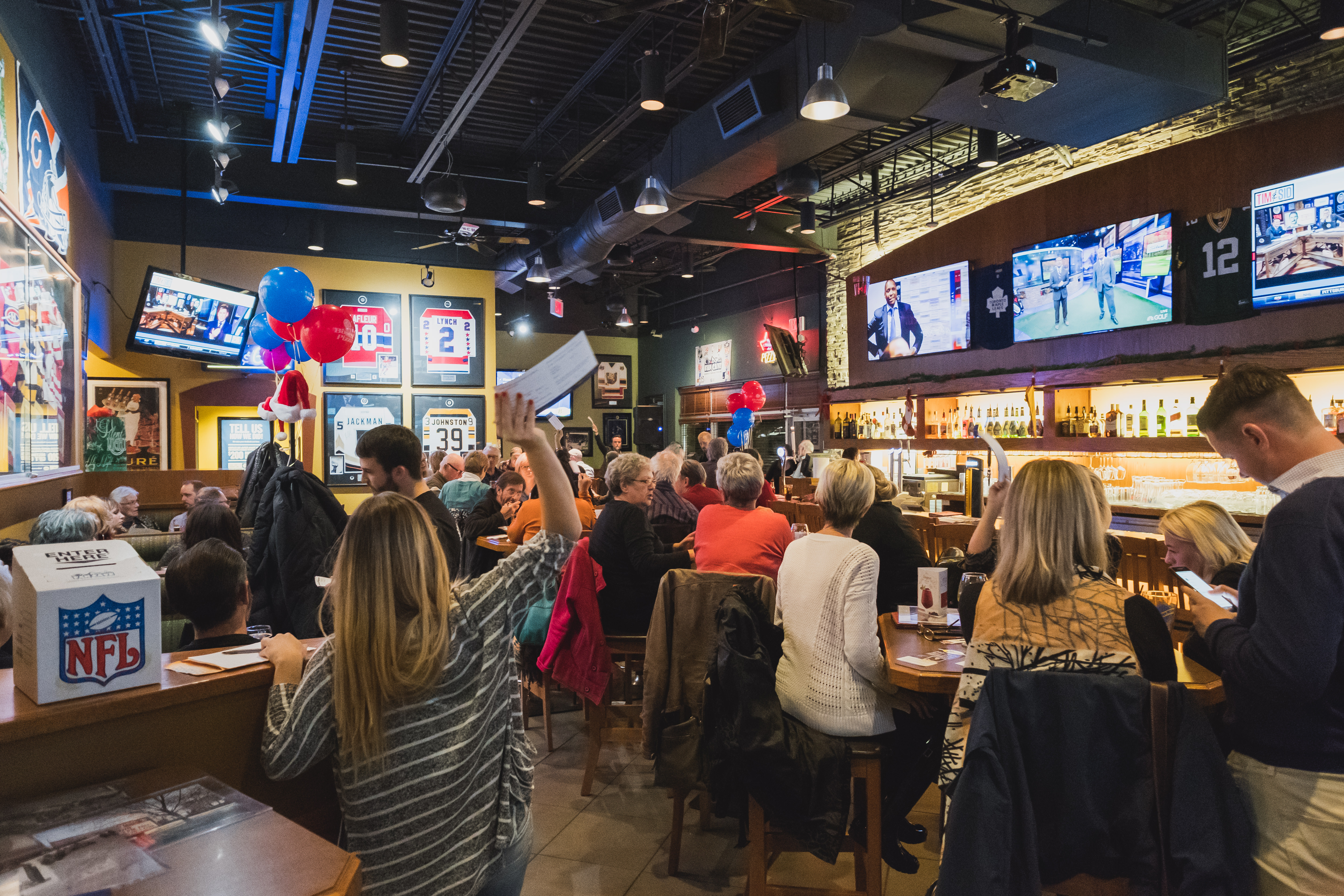 2016-11-16-crowd-at-bha-help-pay-the-rent-event-at-boston-pizza-1