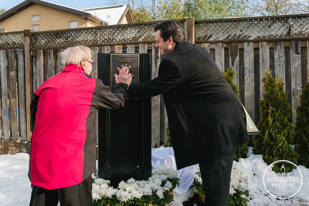 2016-12-05-east-end-willard-kinzie-and-mayor-lehman-high-five-the-waterfront-heritage-trail-marker